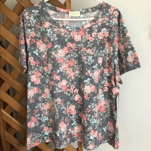 NWT Floral One Pocket Tee 3X fits more like 2X